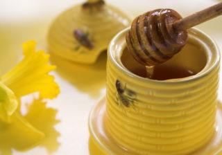 Tratamente naturiste pentru pielea uscata cu propolis si apa florala