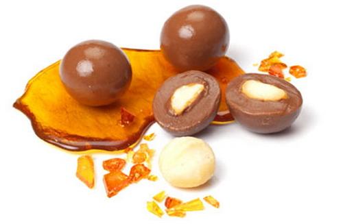 Uleiul de macadamia este un emolient excelent pentru toate tipurile de piele